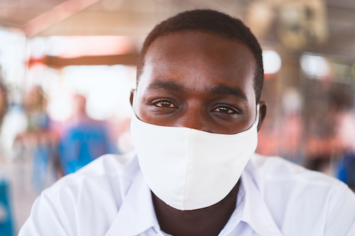 Man wearing face mask to protect from COVID-19